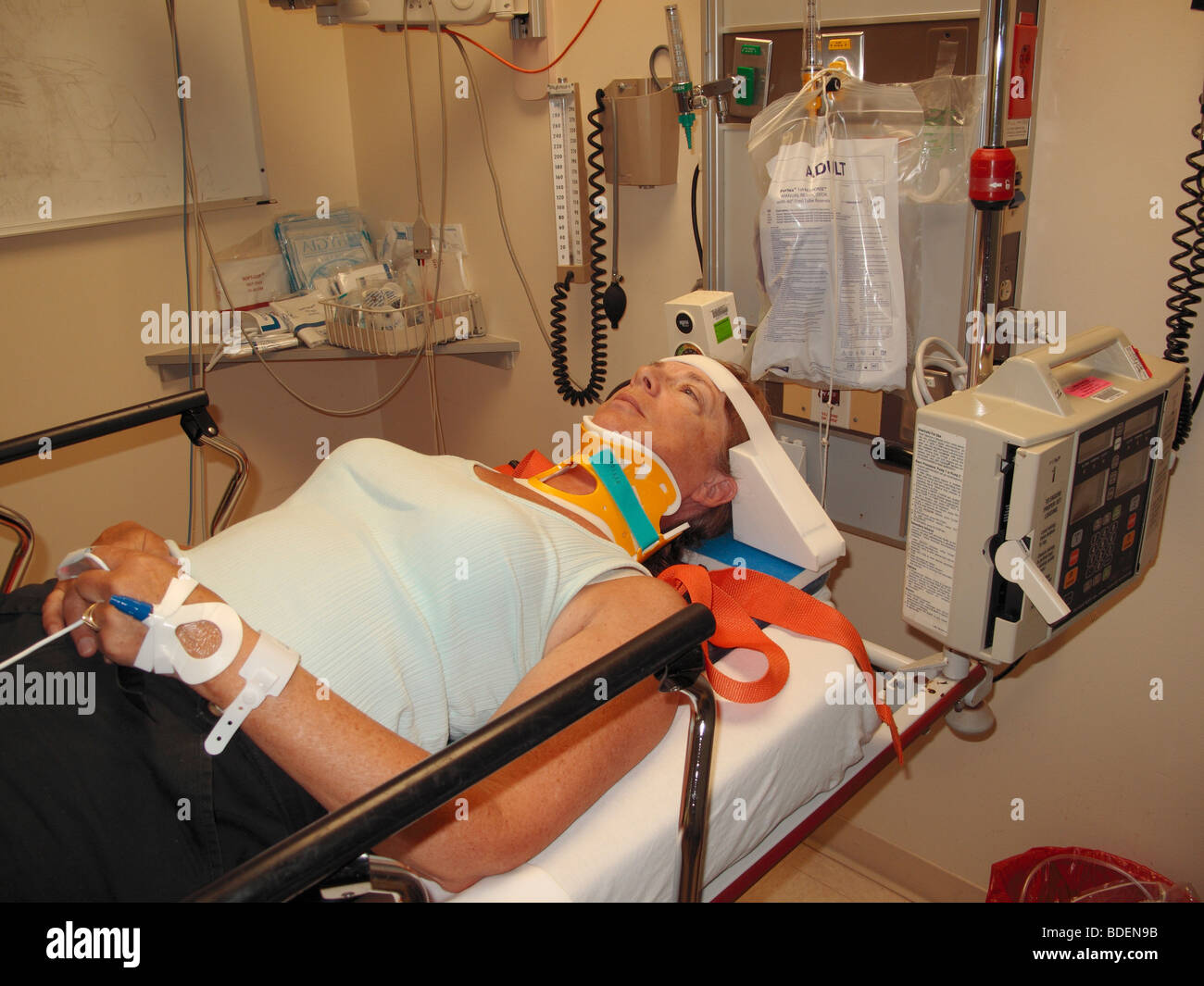 a woman who was in a car accident in a hospital emergency room stock photo 25524951 alamy. Black Bedroom Furniture Sets. Home Design Ideas