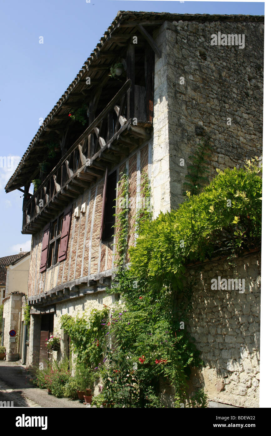 Typical 16th century old house in the medieval Bastide of Issigeac, Perigord Pourpre Stock Photo
