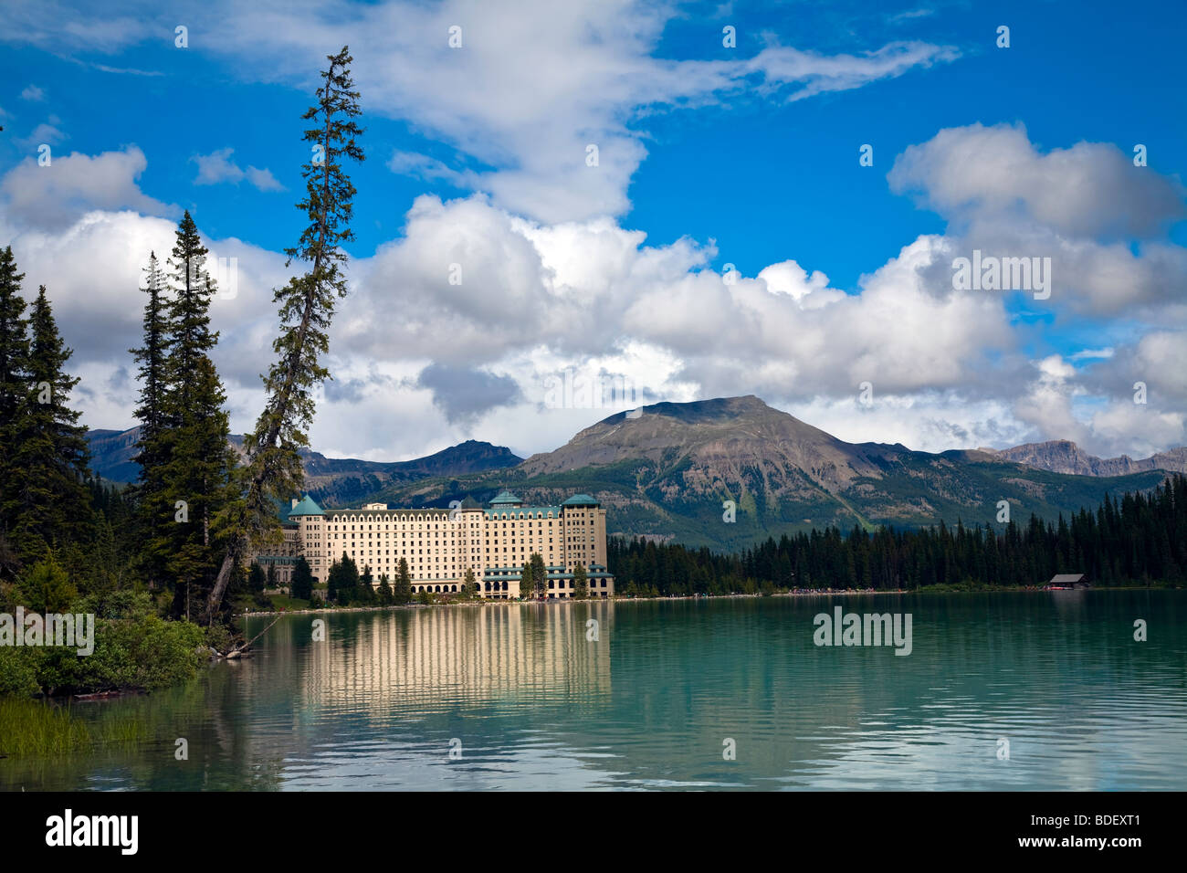 fairmont ch teau lake louise hotel in banff national park. Black Bedroom Furniture Sets. Home Design Ideas