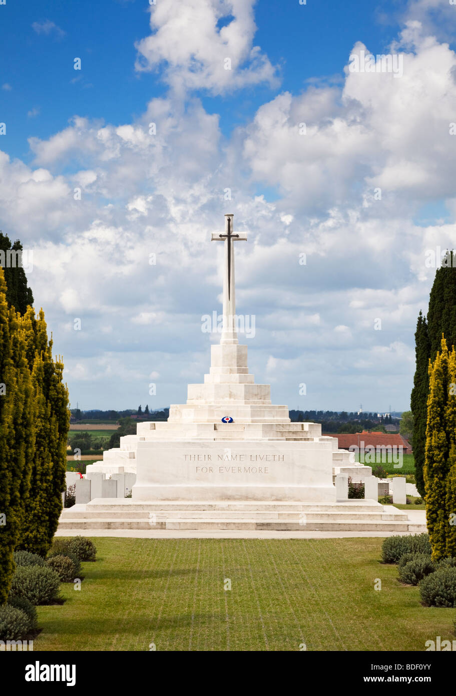 Cross of Sacrifice at Tyne Cot Cemetery, WW1 Commonwealth military cemetery Passchendaele, Flanders, Belgium, Europe - Stock Image