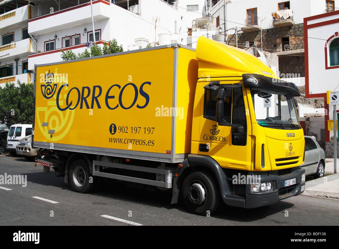 Spanish postal service (Correos) mail lorry - Stock Image