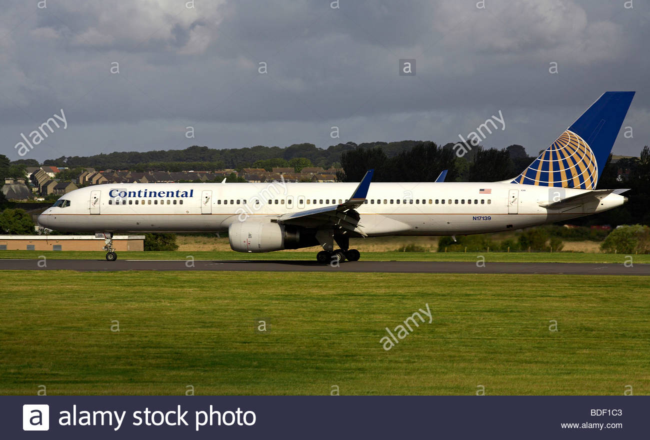 Continental Airlines Boeing 757 jet taxiing at airport - Stock Image