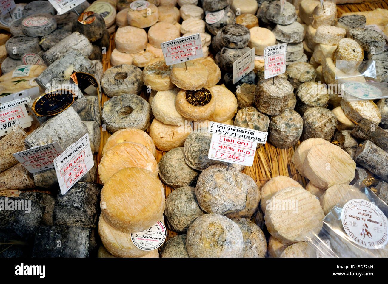 """Paris, France, Food Shopping, Different Variety of """"French Cheeses"""" in """"Store Window"""", """"La Fromagerie"""", Creameries Stock Photo"""