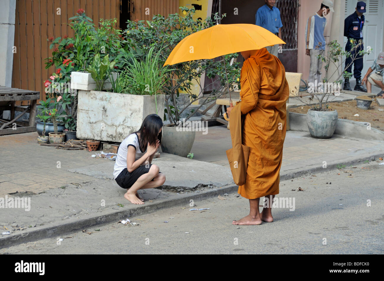 Devotion of a monk while to begging for alms, Binhabad, Phnom Penh, Cambodia, Asia - Stock Image