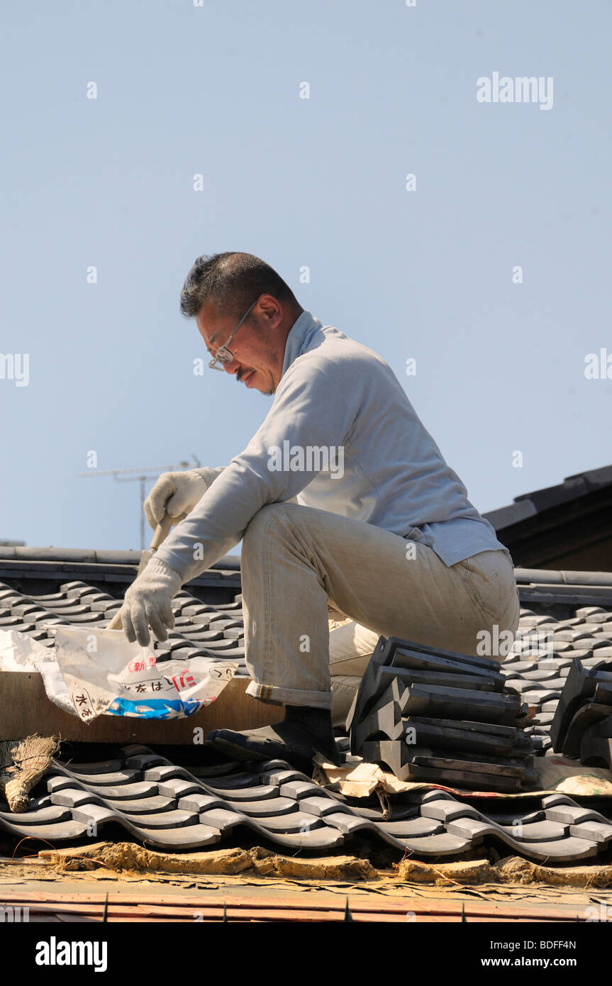 Roofers repaired a traditional roof, tiles on a clay bed, Kyoto, Japan, Asia - Stock Image