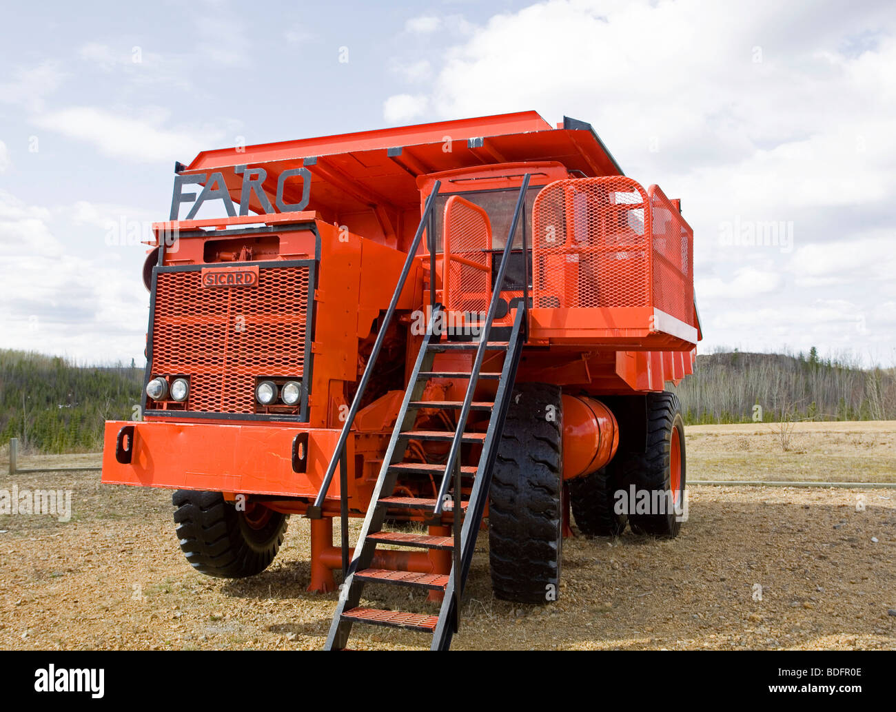 Giant dump truck, remain of a large open pit led zinc mine, mining, Faro, Yukon Territory, Canada - Stock Image