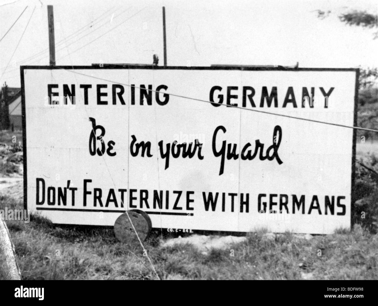 OCCUPIED GERMANY 1946 - notice at entry to US controlled zone of Berlin in late 1945 - Stock Image