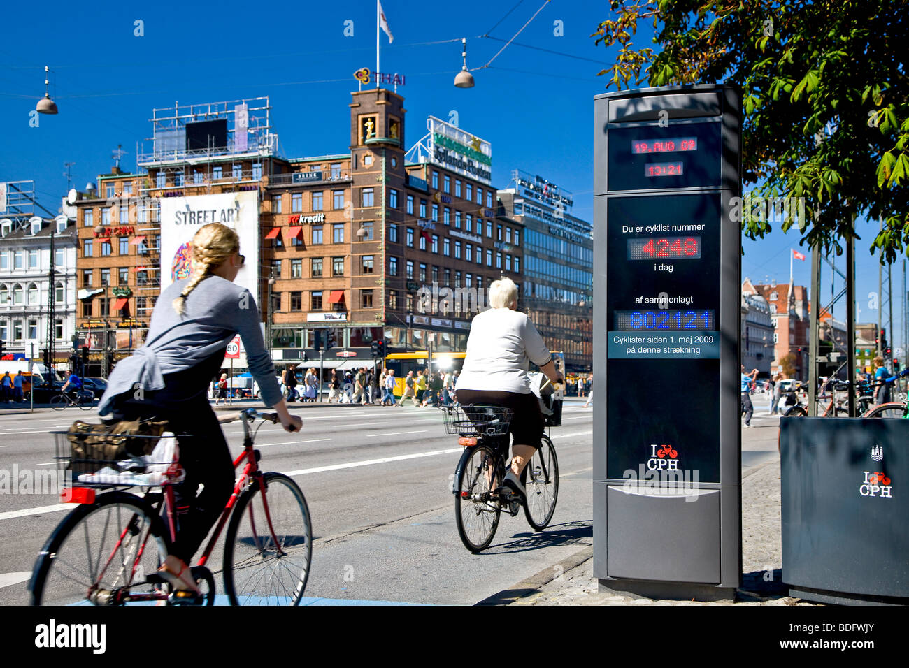 Electronic bicycle counter at the city hall square in Copenhagen - Stock Image
