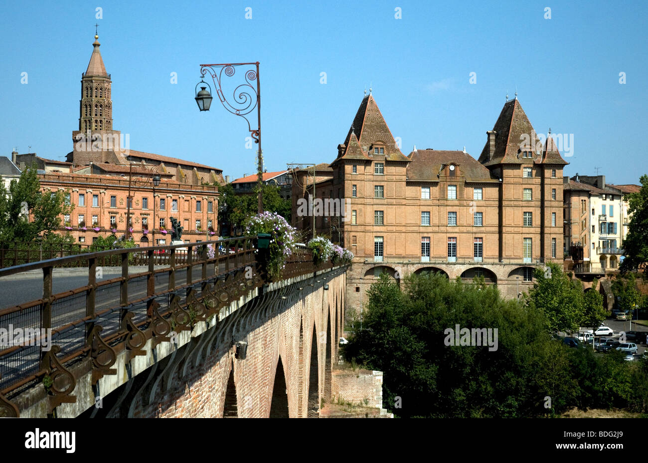 Montauban's Ingres museum, right, with St.Jacques church tower, left, seen across the Pont Vieux bridge spanning - Stock Image