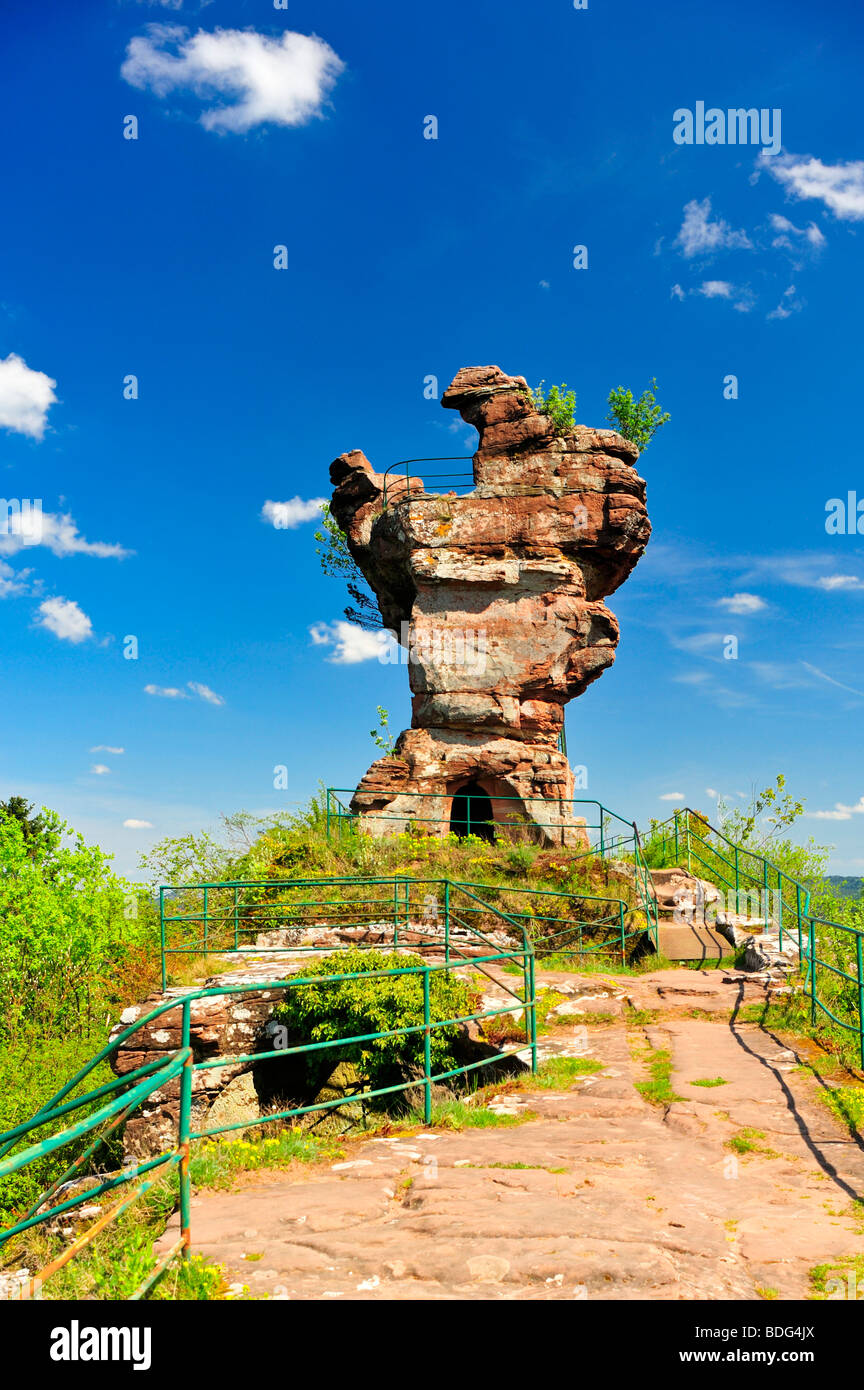 Drachenfels ruins, also called molar, Busenberg mountain, Naturpark Pfaelzerwald nature reserve, Palatinate, Rhineland - Stock Image