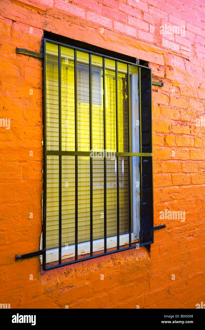 Brightly coloured wall with window in the hidden lane in Finnieston, Glasgow. - Stock Image