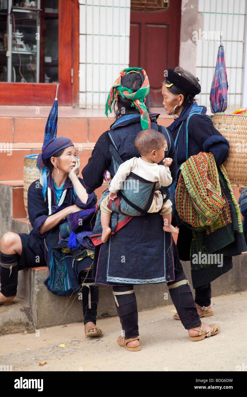 Black Hmong woman in Sapa, Vietnam - Stock Image