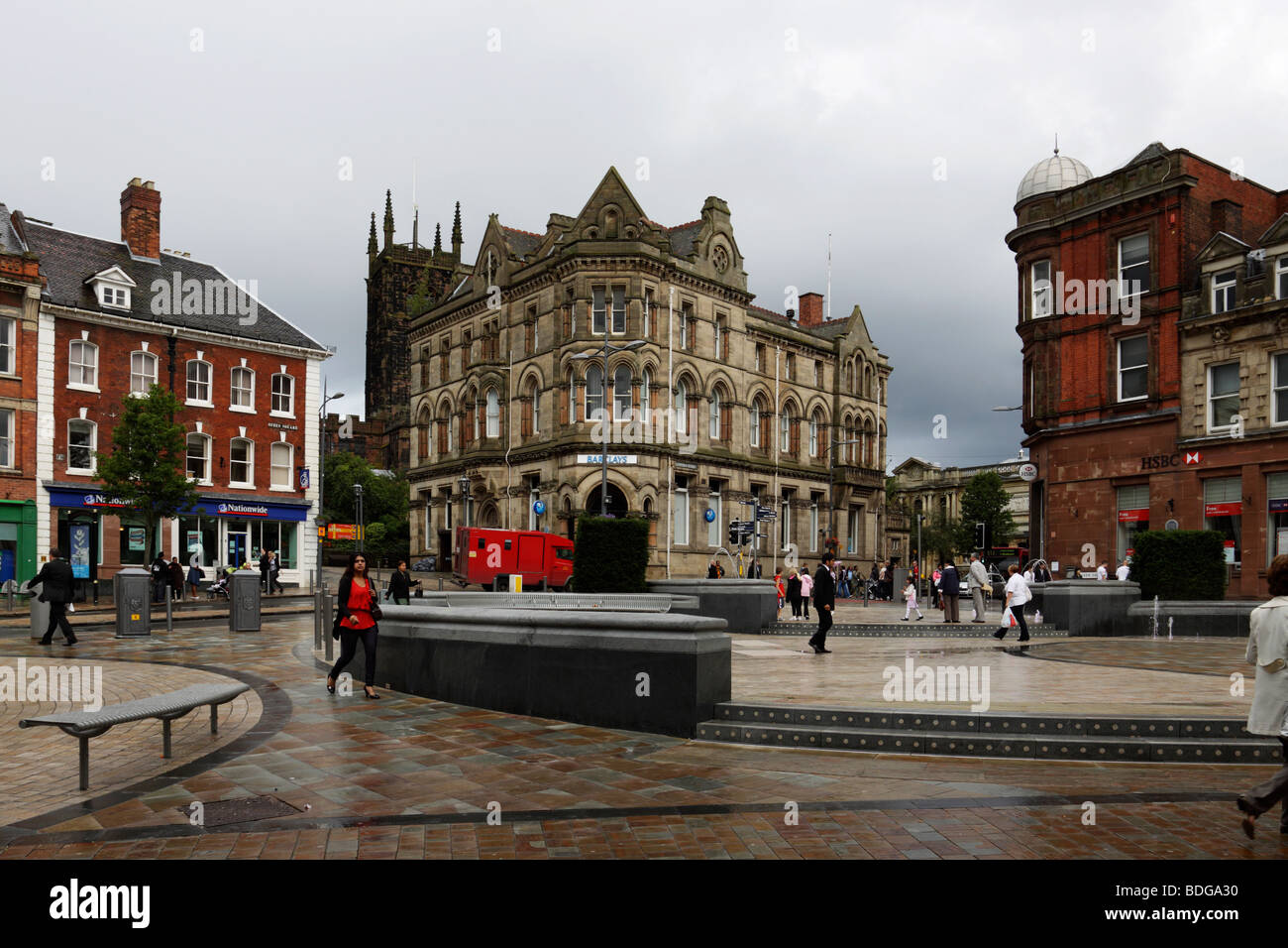Queen's Square, Wolverhampton. Showing the new fountain water feature and surrounding banks - Stock Image