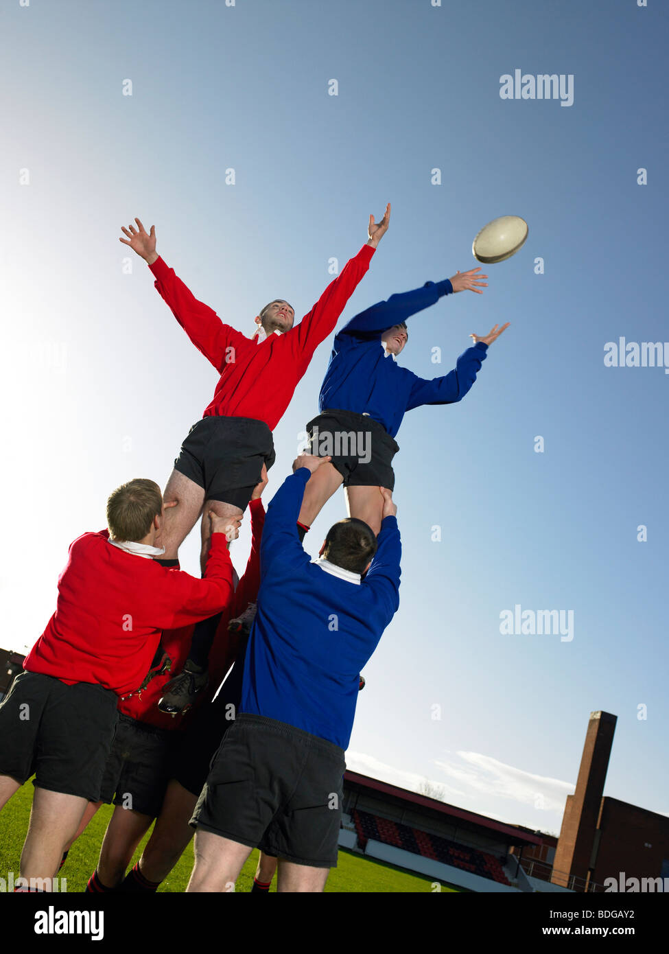 Rugby players practising - Stock Image