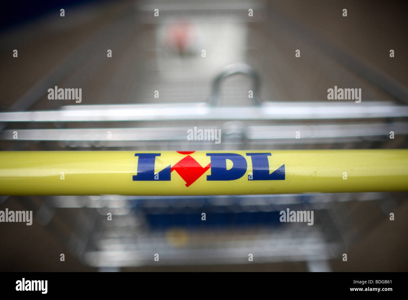 Lidl shopping trolley - Stock Image
