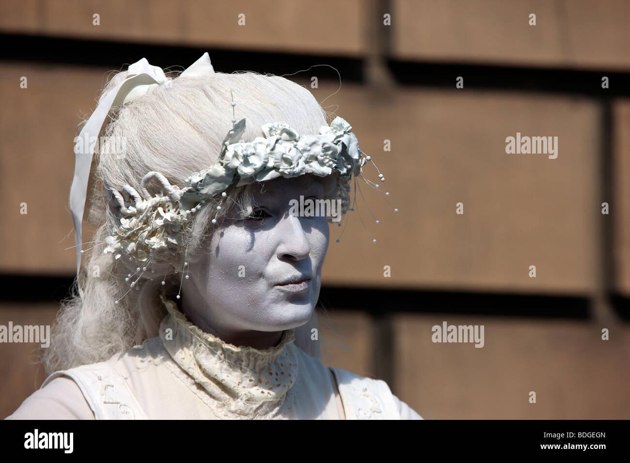 Street Artist at the Edinburgh Fringe Festival - Stock Image