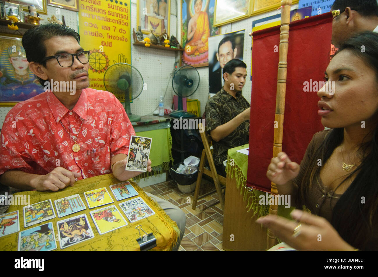fortune teller in Bangkok Thailand giving a tarot card reading - Stock Image