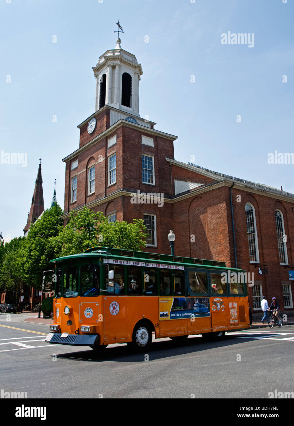 A public tram passes in front of the CHARLES STREET MEETING HOUSE on Beacon Hill - BOSTON, MASSACHUSETTS - Stock Image