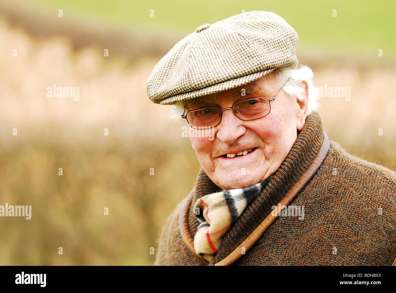 f95573520bde farmer in flat cap Stock Photo: 25583435 - Alamy