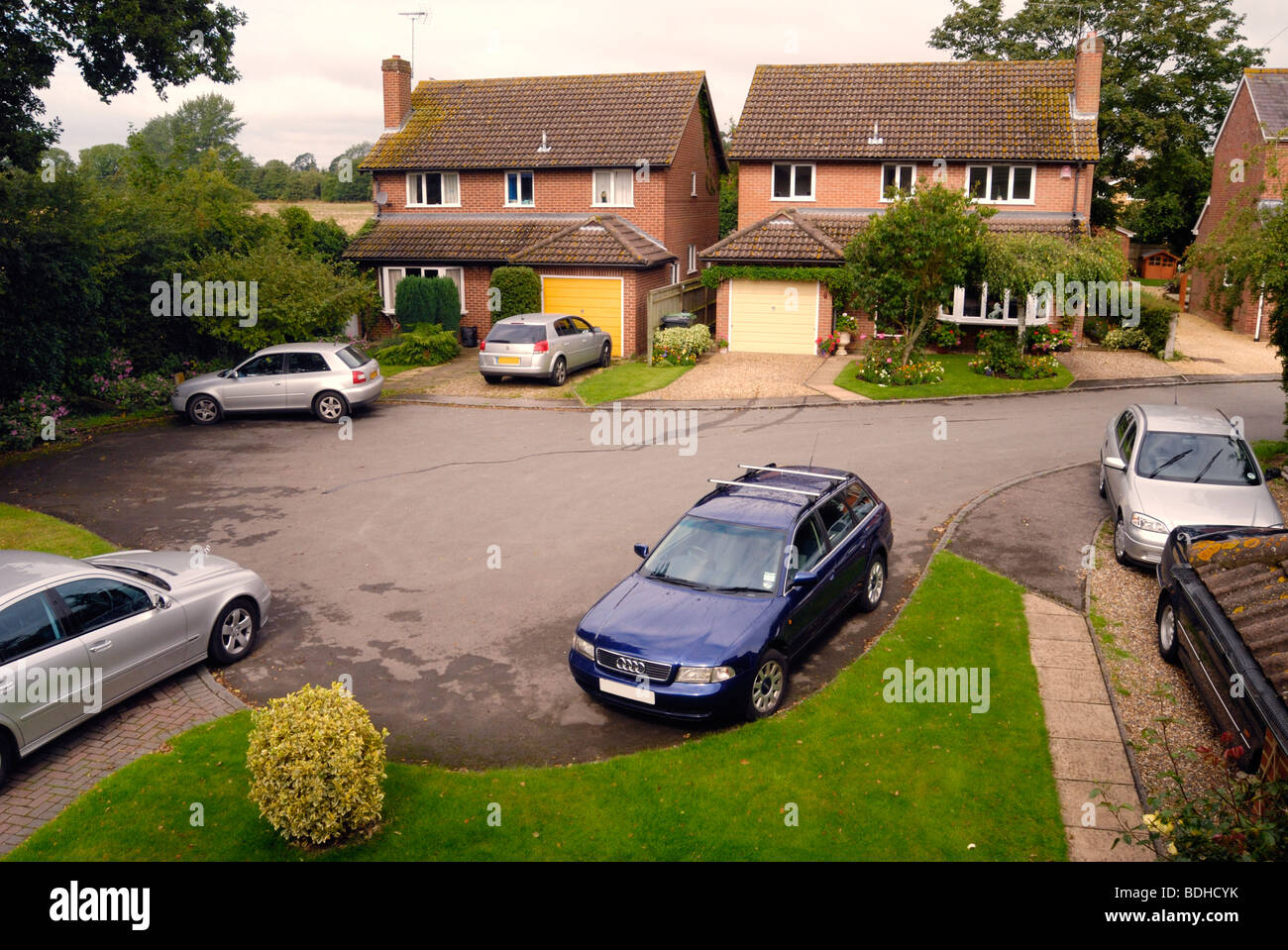 Parked cars in a suburban cul de sac - Stock Image