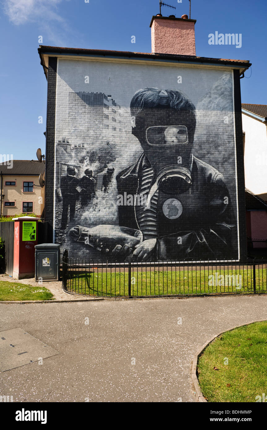 Murals on houses in Free Derry in remembrance of Bloody Sunday. - Stock Image