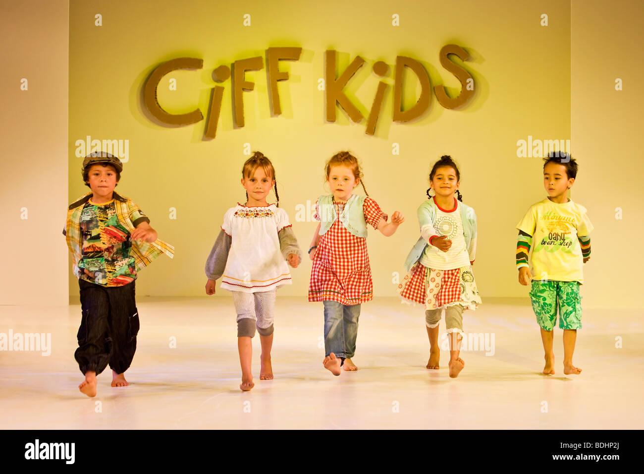 Childrens fashion show - Stock Image