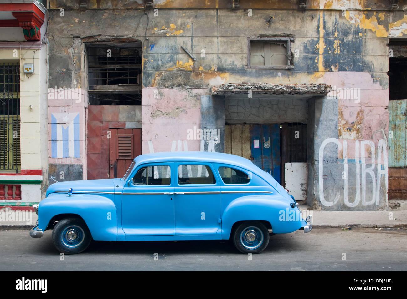 Classic 1930s car parked in Havana Centro, Cuba - Stock Image