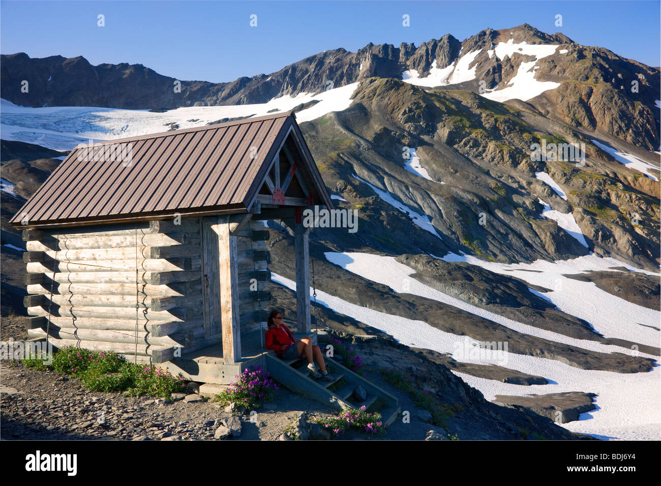 The weather shelter at the end of the Harding Icefield Trail, Kenai Fjords National Park, Alaska. (model released) - Stock Image