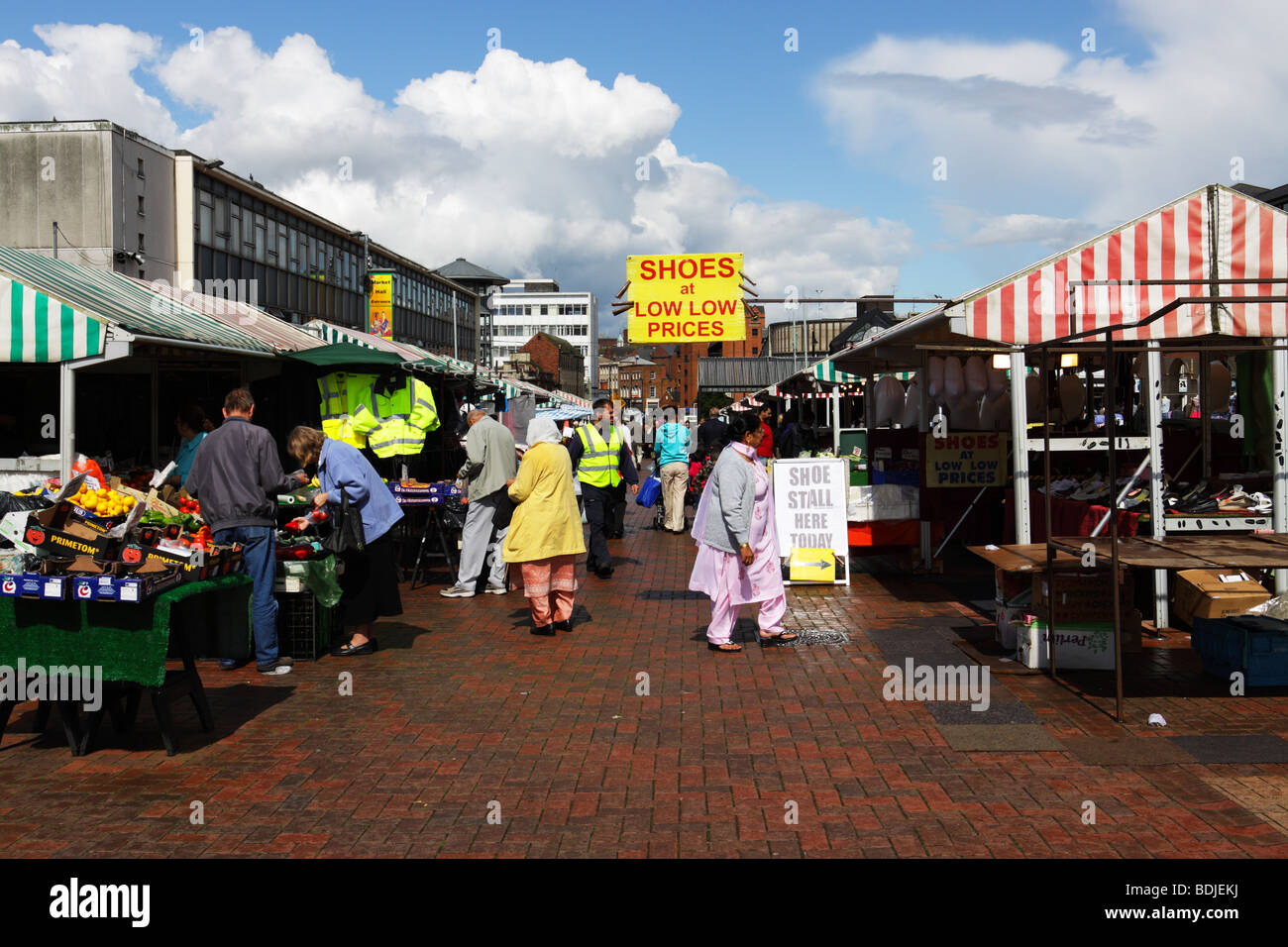 Shoppers looking for bargains at Wolverhampton city market - Stock Image