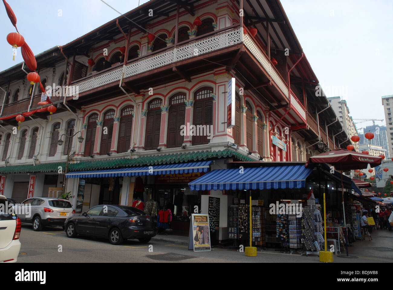 restored Chinese building on the corner of Temple Street and Trengannu Street, Chinatown, Singapore - Stock Image