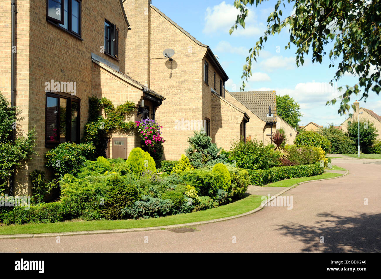 Detached houses in quiet cul-de-sac in English market town of Oundle, Northamptonshire. - Stock Image