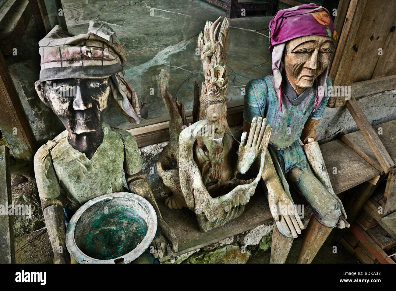 Indonesia, Sulawesi, Tana Toraja area, Kete Kesu' village, wooden effigies of the dead (known as tau tau) - Stock Image