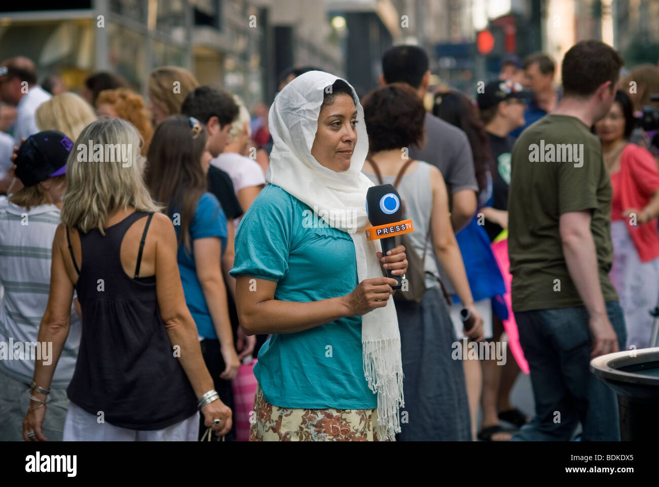 Female Middle Eastern television reporter does here stand-up report in New York - Stock Image