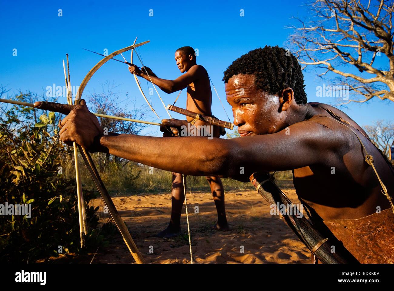 Ju/Hoansi San Bushmen with bow and arrow in Grashoek area, northern Namibia - Stock Image
