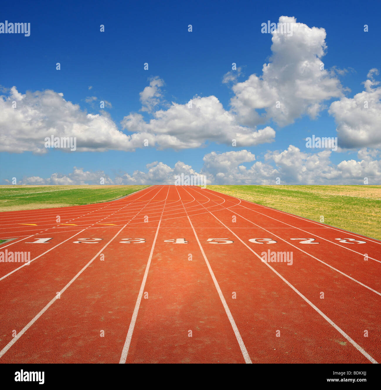 Running track with eight lanes with sky and clouds - Stock Image