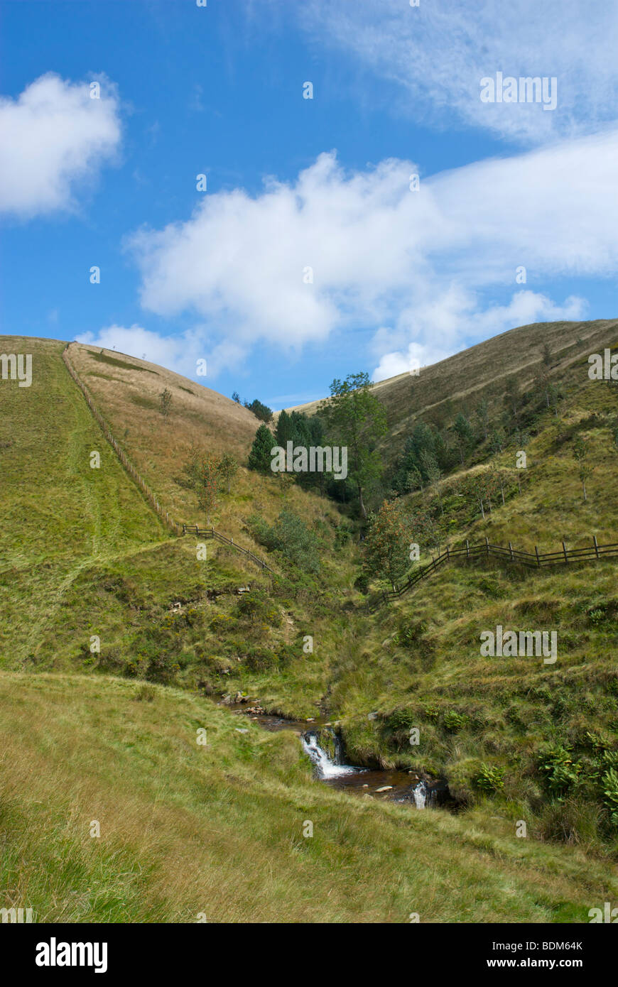 View of Kinder Scout from Jacob's Ladder, on Pennine Way near Edale, Peak National Park, Derbyshire, England - Stock Image
