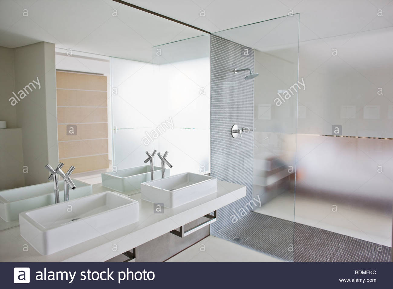 Double Shower Stock Photos & Double Shower Stock Images - Alamy