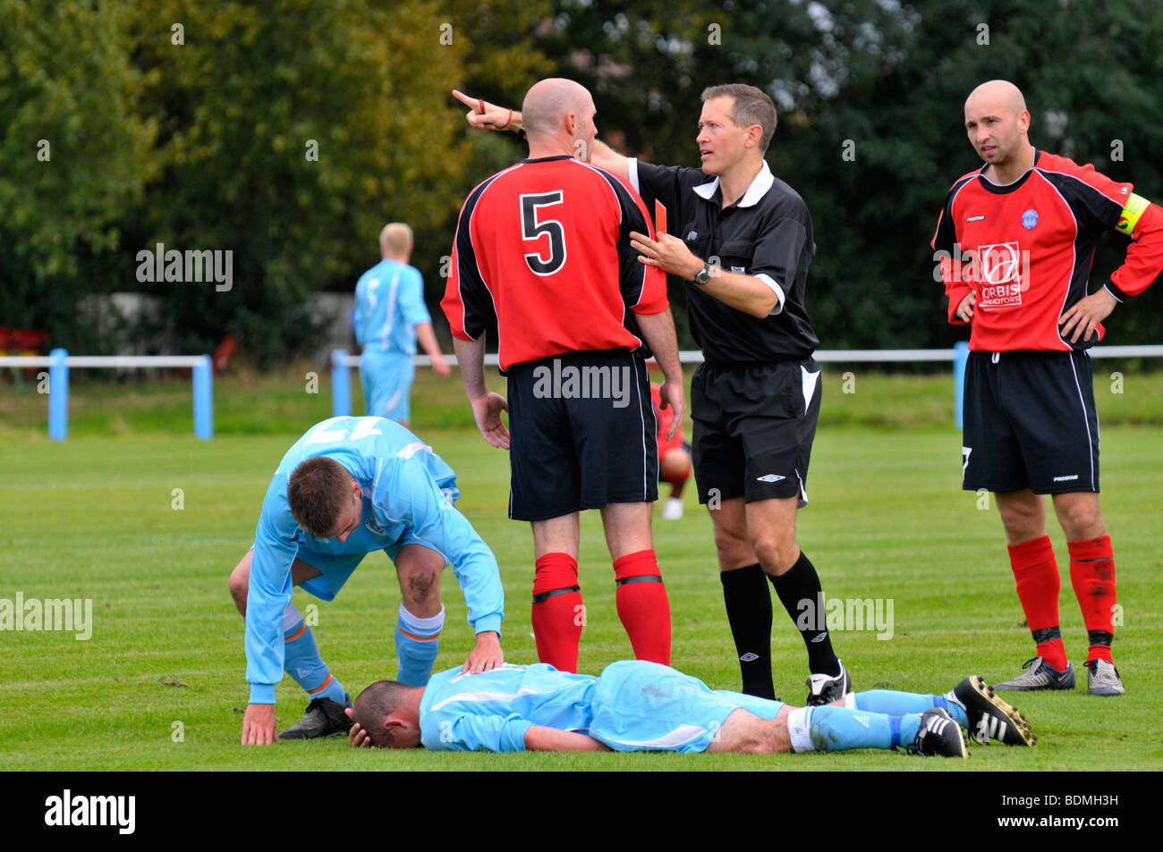referee sends player off during football match - Stock Image