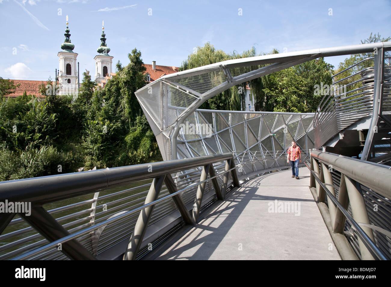 Graz Steg zur Murinsel (Mur Insel Mur-Insel) 2003 von Vito Acconci nach einer Idee des Grazers Robert Punkenhofer - Stock Image