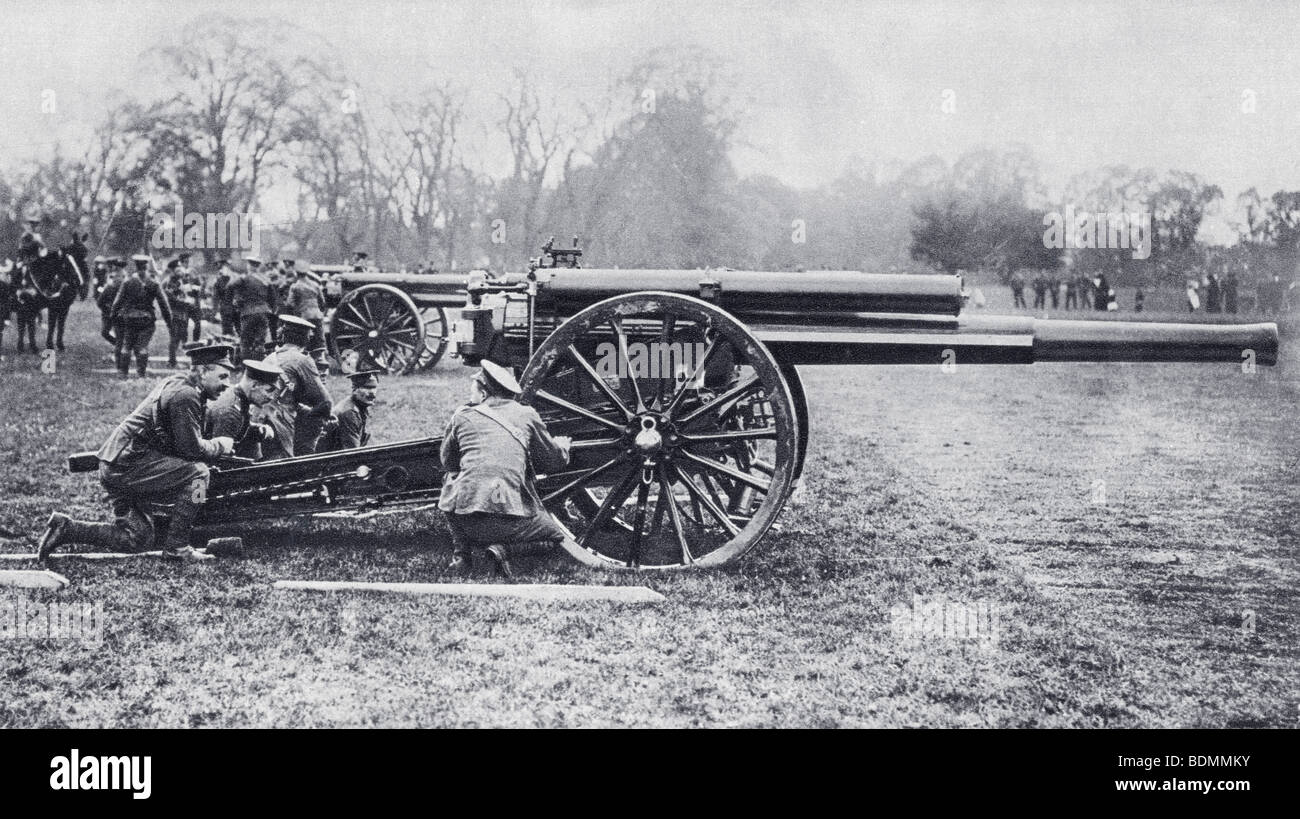 A British 60 pounder 'Position Gun' also known as 'Long Toms' used on the Western Front during the - Stock Image