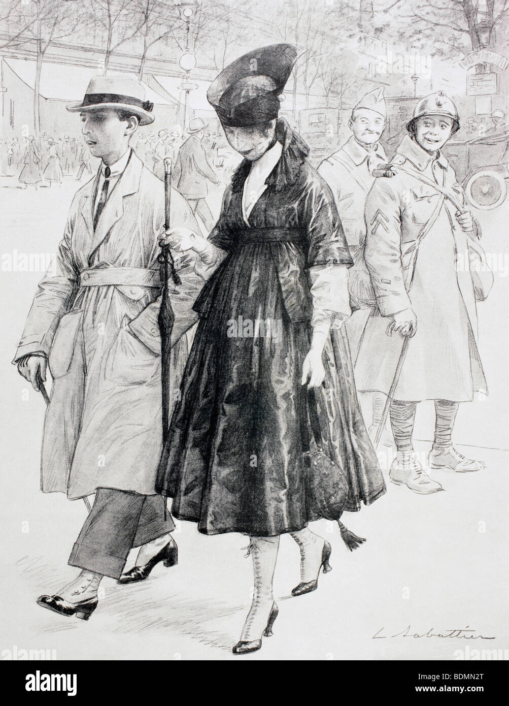During the First World War two French soldiers on leave wryly observe an elegantly dressed civilian couple in a - Stock Image