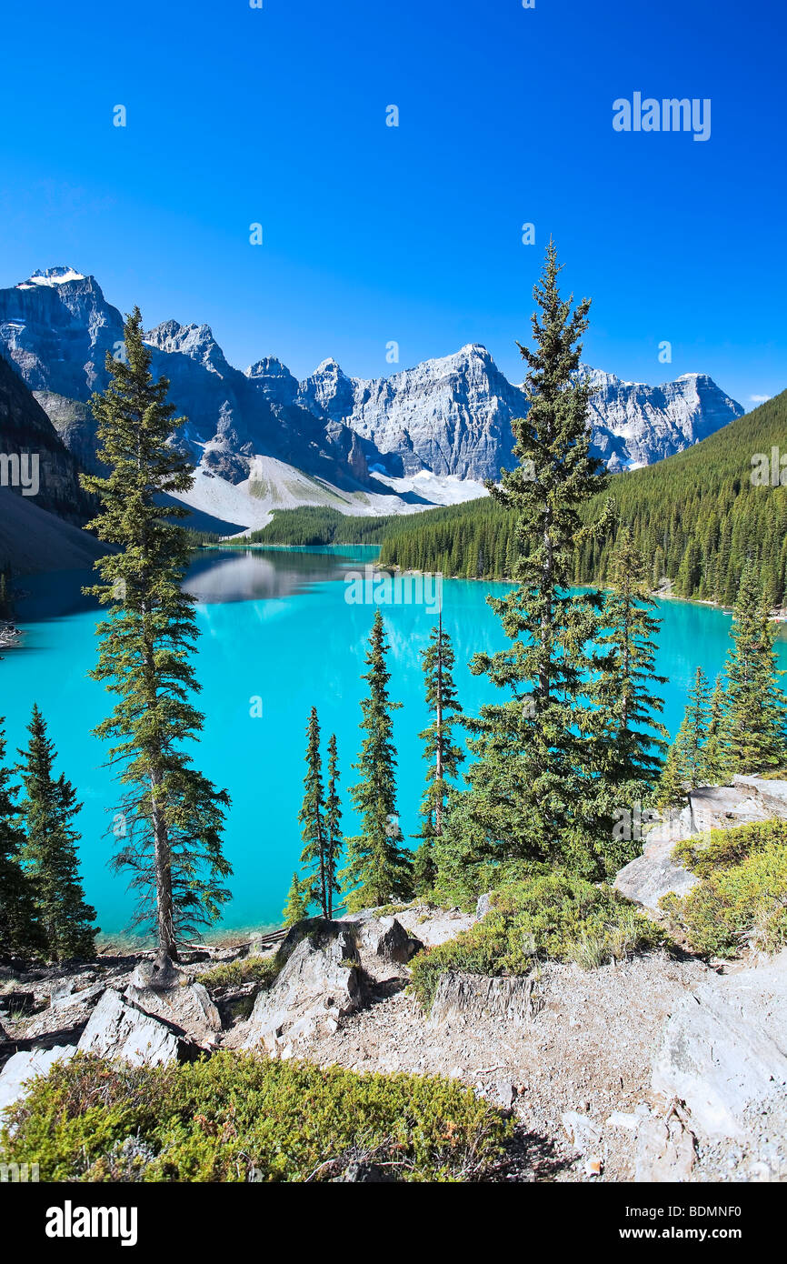 Moraine Lake and Valley of the Ten Peaks.  Banff National Park, Alberta, Canada. - Stock Image