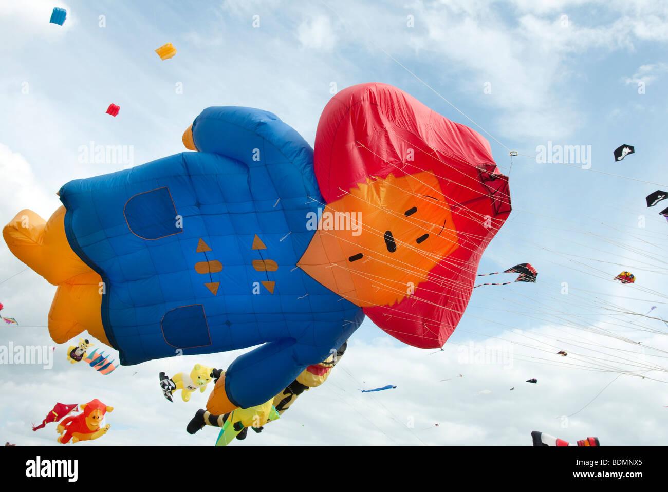 kites flying at a kite festival - Stock Image