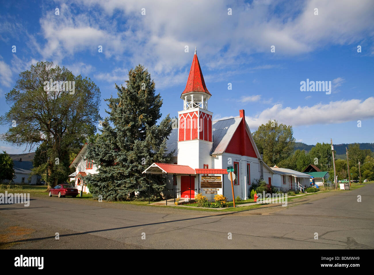 A small, 100 year old community church in Halfway, Oregon - Stock Image