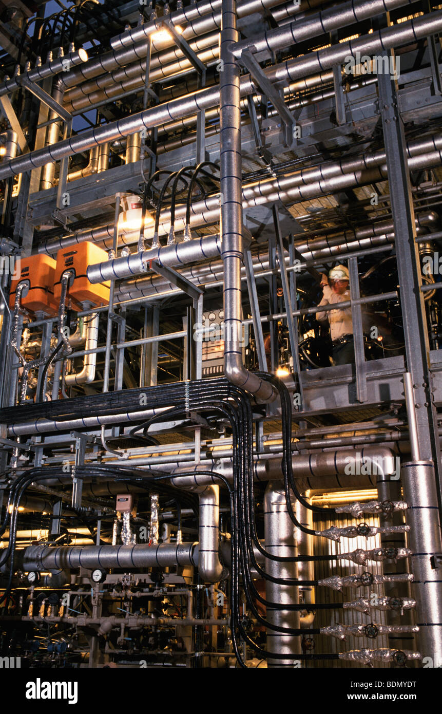 Worker making adjustments at oil refinery in Philadelphia - Stock Image