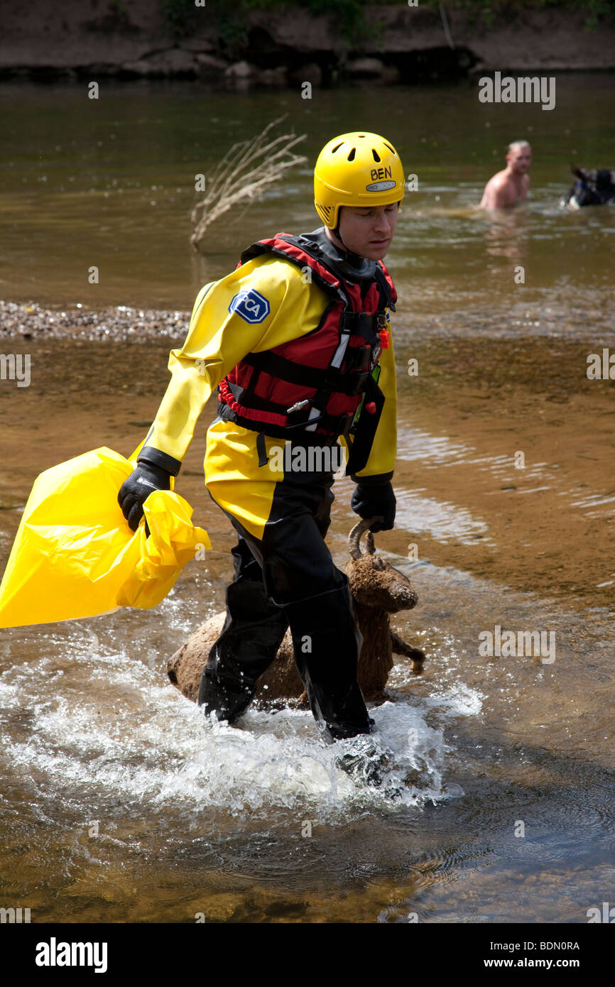 Ben an RSPCA Official with dead sheep recovered from the banks of the River Eden, Cumbria - Stock Image