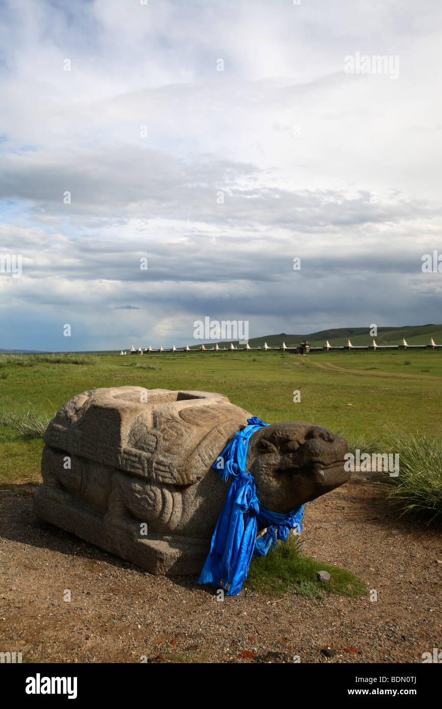 The turtle and Erdene Zuu monastery, Karakorum, Mongolia - Stock Image