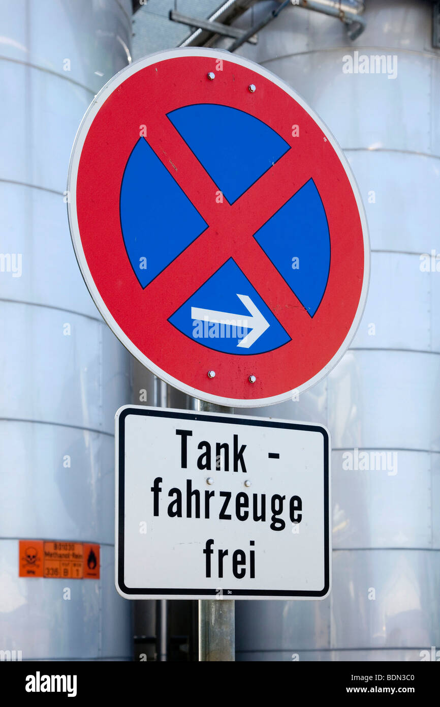 Traffic sign, stopping restriction, tank trucks allowed, at the fuel depot of the pharmaceutical company Boehringer - Stock Image