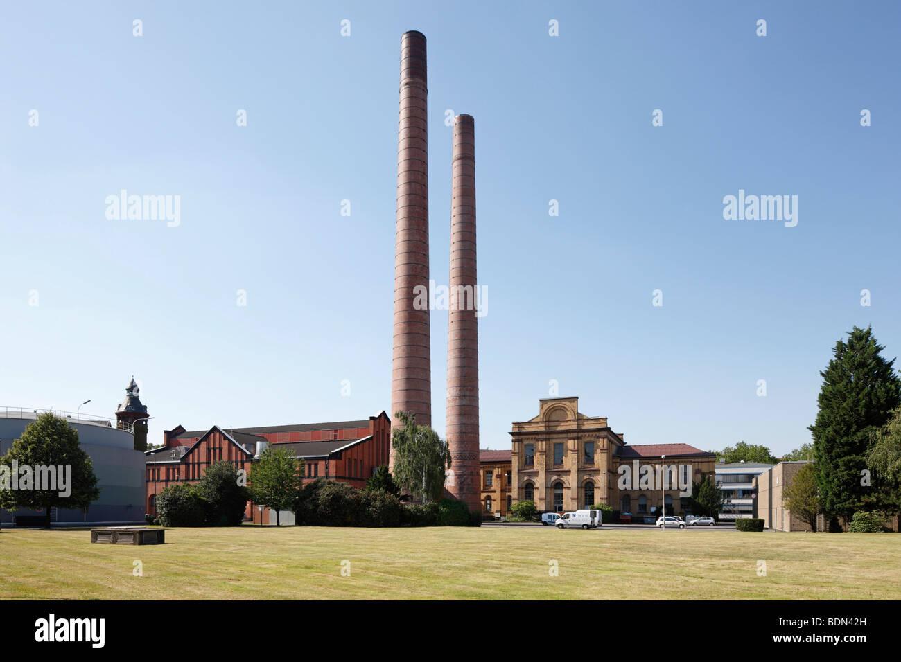 Köln, Wasser- und Elektrizitätswerk am Zugweg, Gebäudeensemble mit Schornsteinen Stock Photo