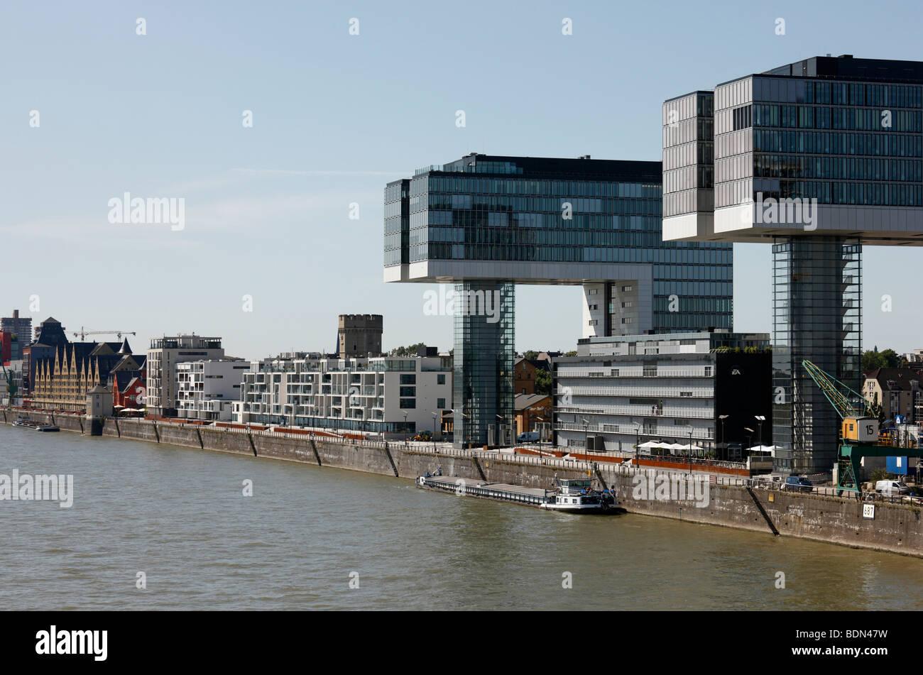 Köln, Rheinauhafen, Rheinfront mit neuen Hochhäusern - Stock Image